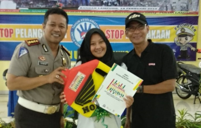 Chyntia Rustu Raih Juara 1 Lomba Video Millennial Road Safety Festival