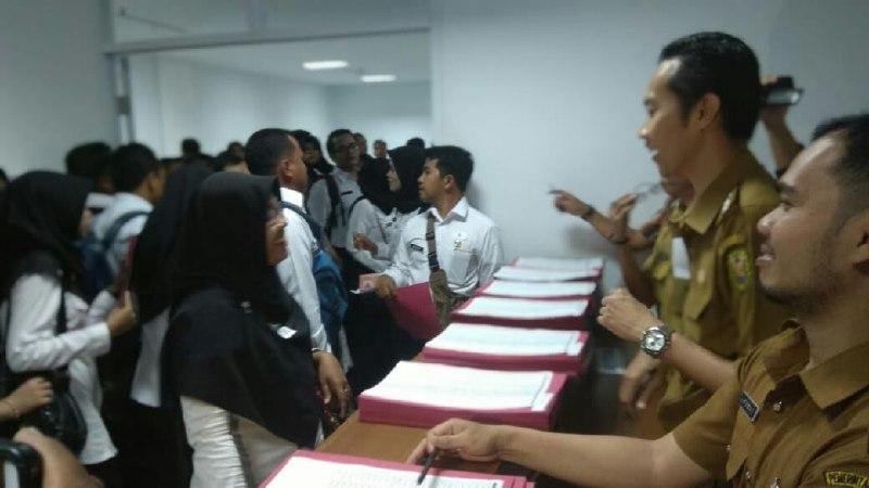 CPNS Bandar LampungAntre Ambil SK