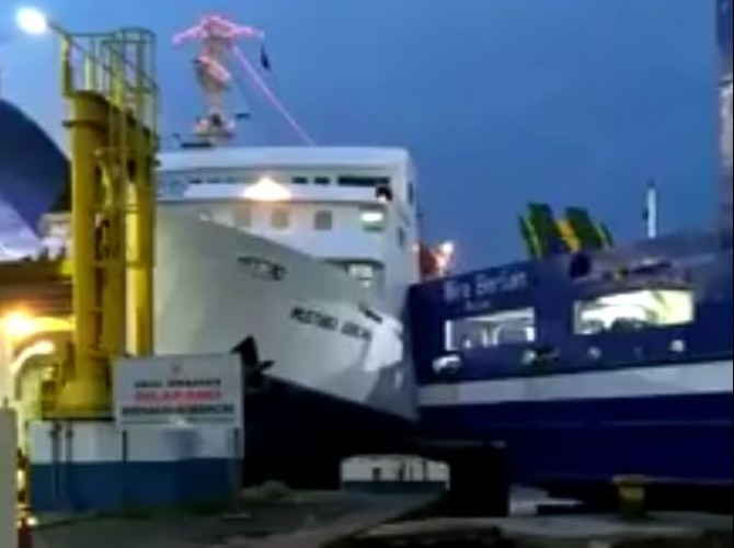 Cuaca Buruk, Dua Kapal Feri di Merak Berbenturan