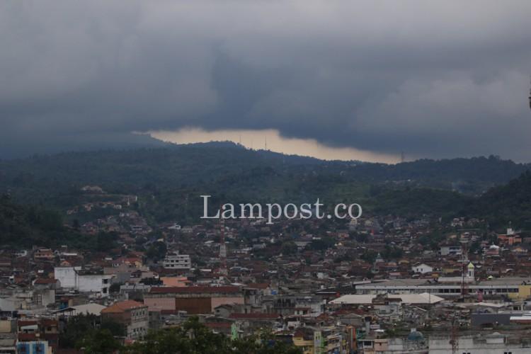 Cuaca Hari Ini Berawan, Tiga Kabupaten Berpotensi Hujan