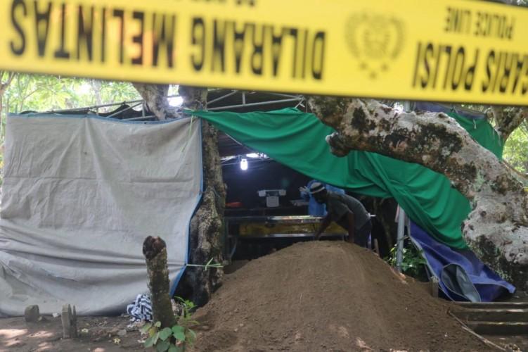 Curiga Dibunuh Teman Sendiri, Makam Bocah Kelas 6 SD Dibongkar