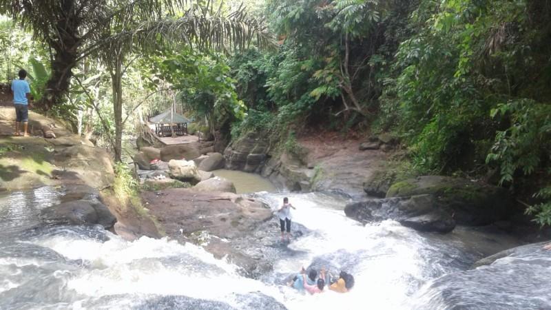 Curup Jono Desa Way Isem Sajikan Pesona Pemandangan Alam