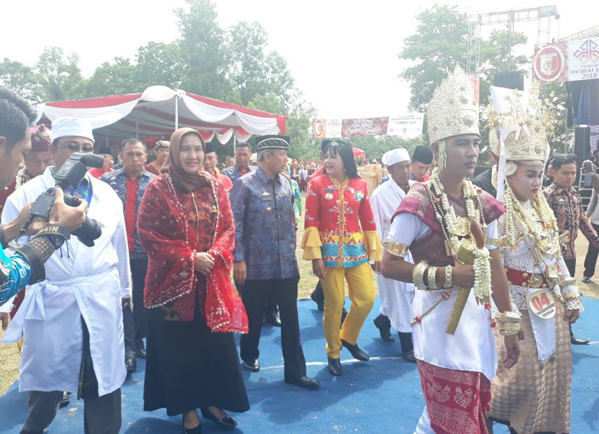 LAMPOST TV: Festival Megow Pak Pemersatu Adat Budaya dan Suku di Tuba
