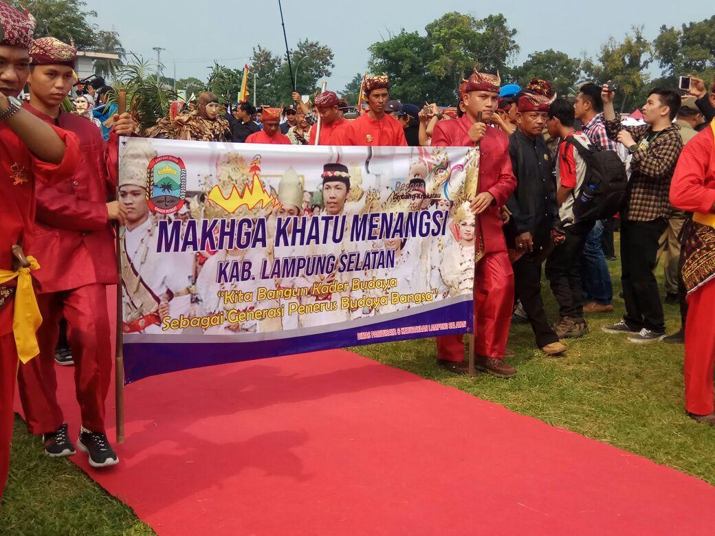 Keratuan Menangsi Tampilkan Prosesi Arak-Arakan Pengantin Lampung Saibatin