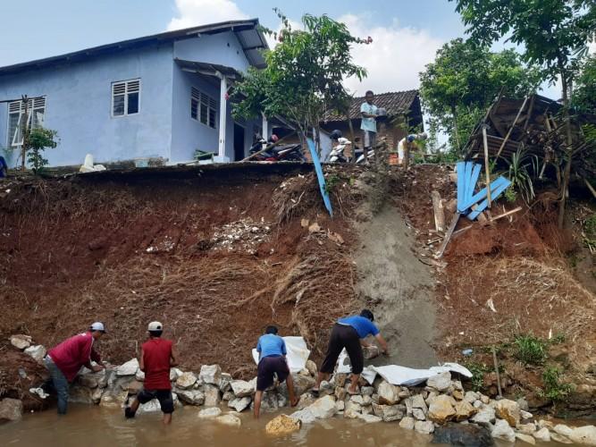 Darurat! Rumah Janda di Segalamider Terancam Longsor