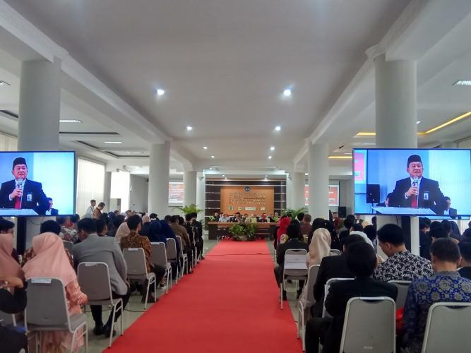 Dekan FEB Unila Minta Wisudawan Bersinergi dengan KAFE