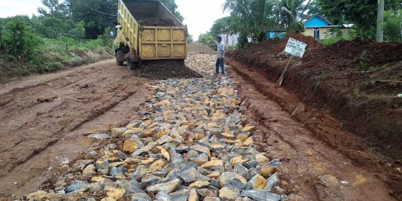 Delapan Perusahaan Perbaiki Jalan Bernah-Kalicinta