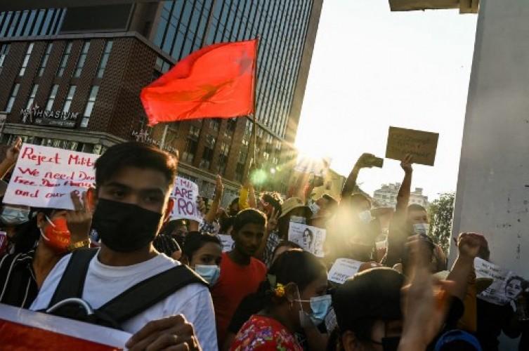 Demo Anti-Kudeta Myanmar Rusuh, Tiga Orang Ditembak