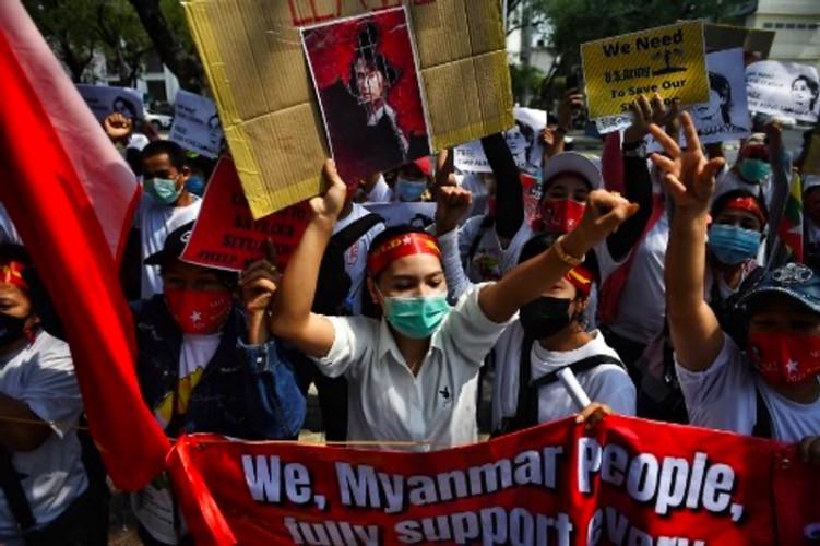 Demonstran Myanmar Serukan Mogok Massal