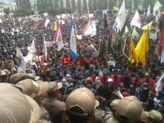 Demonstrasi Rantai Manusia