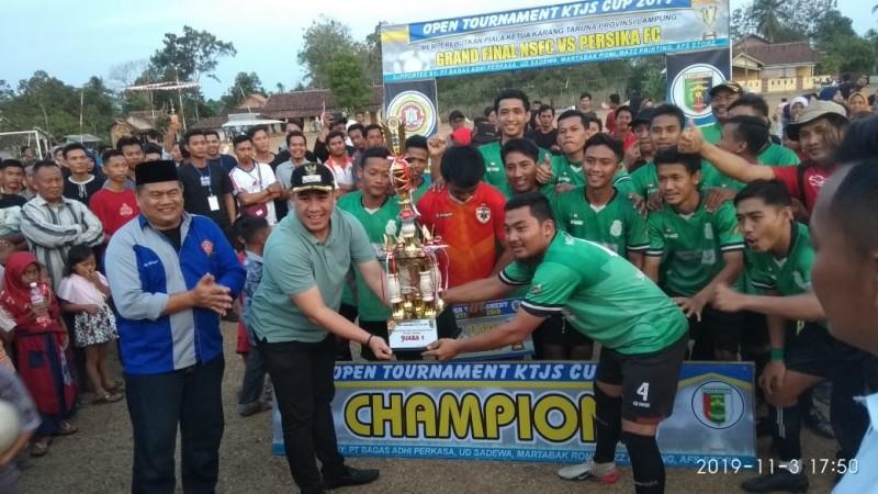 Dendi Apresiasi Turnamen Sepakbola Karang Taruna Berlangsung Damai