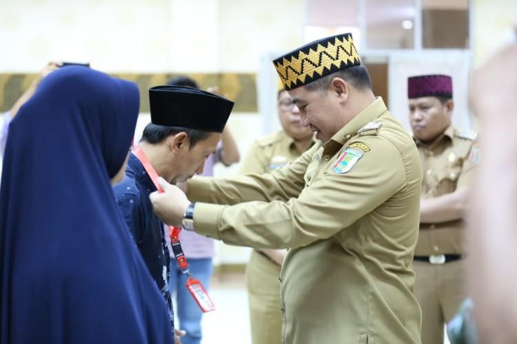 Dendi Ramadhona Lepas Peserta Calon Jamaah Umroh ke Mekkah