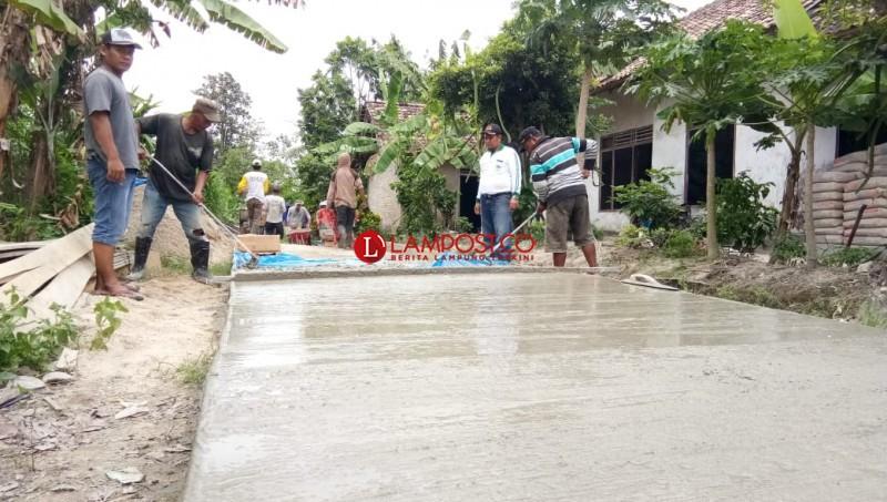 Desa Bumidaya Realisasikan Pembangunan Jalan Lingkungan