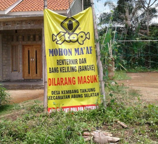 Desa Kembang Tanjung Pasang Papan Penolakan Rentenir
