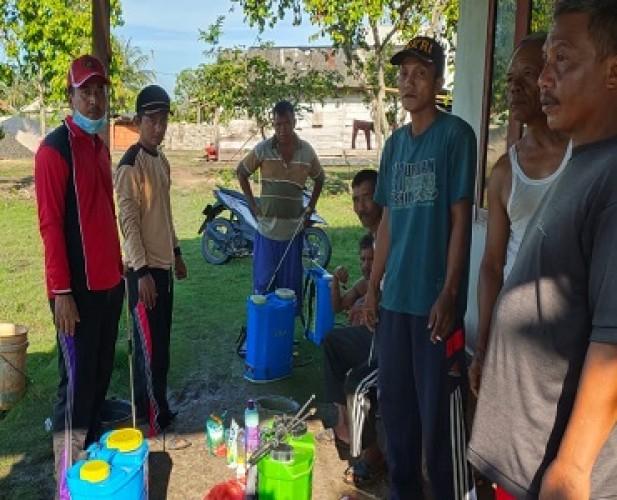 Desa Kurniaagung Semprotkan Disinfektan Cegah Penyebaran Korona