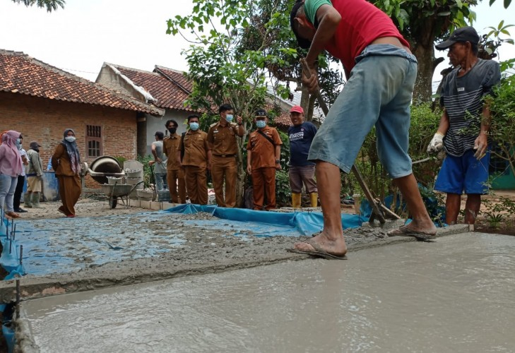 Desa Natar Bangun Proyek Jalan Beton untuk Warga