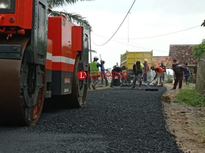 Desa Negararatu Kucurkan DD Rp167 Juta Bangun Jalan Aspal