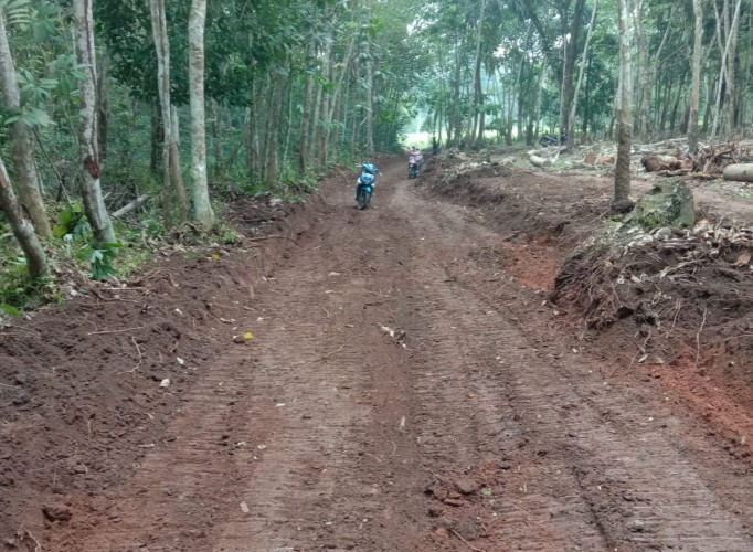 Desa Rulungraya Kembali Bangun Jalan Baru