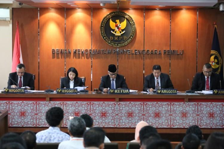 Dewan Kehormatan Penyelenggara PemiluBerhentikan Ketua KPU Lampung Selatan