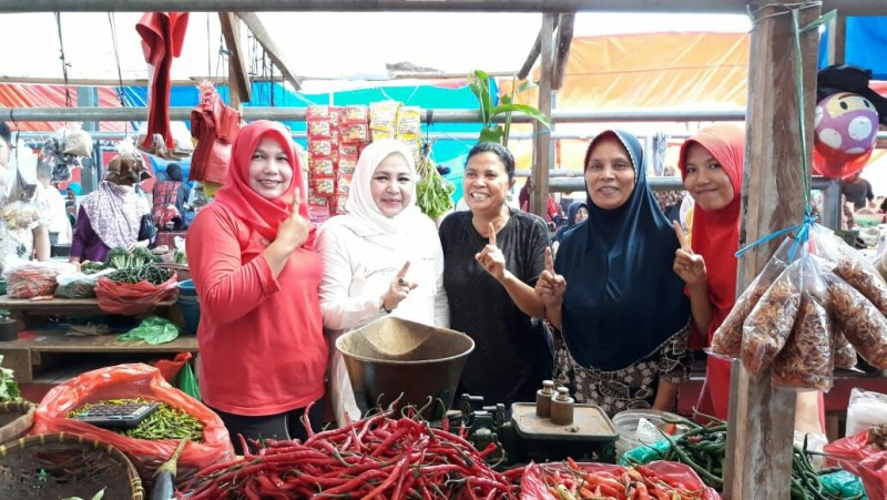 Dewi Arimbi Kunjungi Pedagang Pasar Tradisional