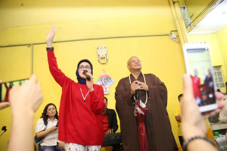 Dian Piesesha Meriahkan HUT Ke-35 Vihara Amurwa Bhumi Graha