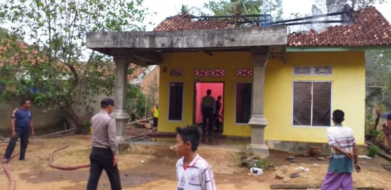 Diduga Korsleting Listrik, Rumah Warga di Blambangan Pagar Ludes Terbakar