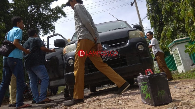 Diduga Korsleting Aki, APV Nyaris Terbakar di Jalan Dr Susilo
