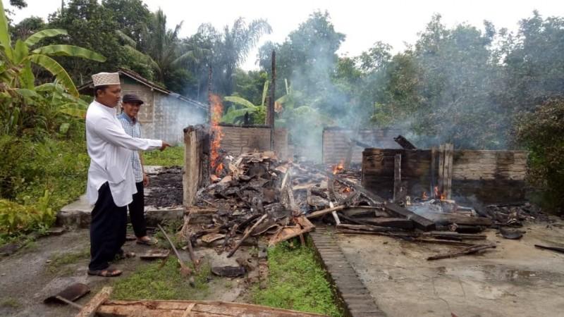 Diduga Lupa Padamkan Obat Nyamuk, Rumah Warga Palasaji Ludes Terbakar