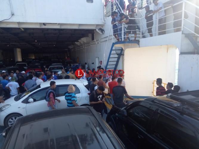 Diduga Tidak Pasang Rem Tangan, Mobil Nyemplung ke Laut