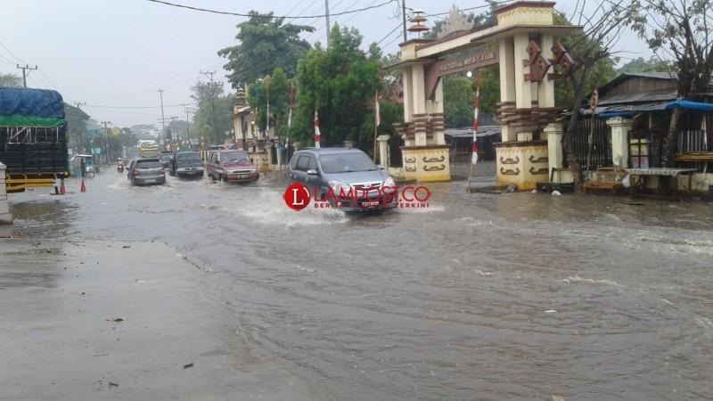 Diguyur Hujan, Ruas Jalan Tejoagung Tergenang Air