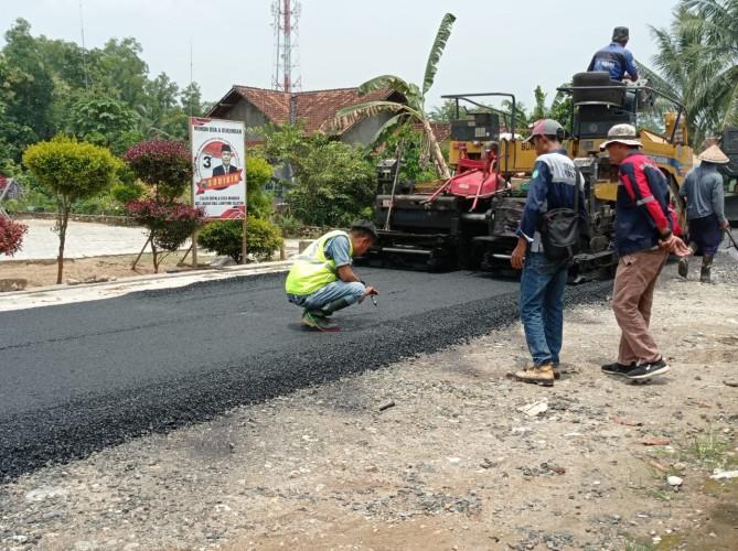 Proyek Jalan Desa Mandah Natar Diawasi
