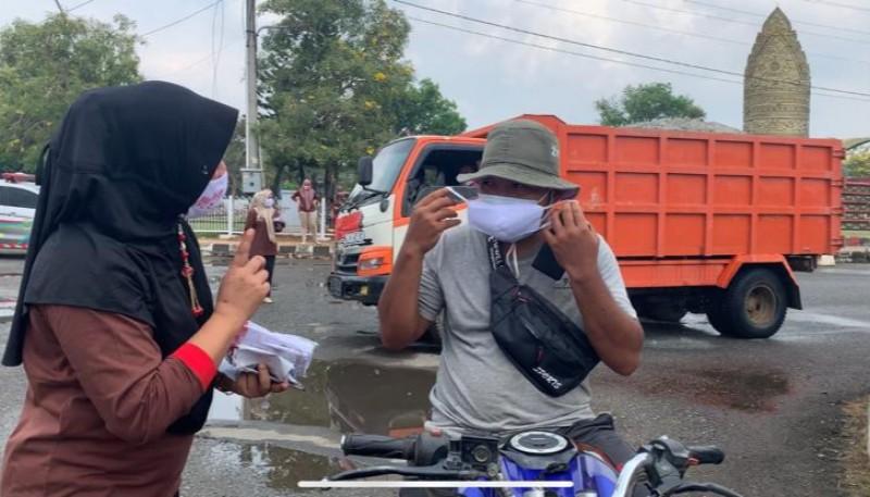 Dinkes Lamteng Bagikan Ribuan Masker Peringati HKN