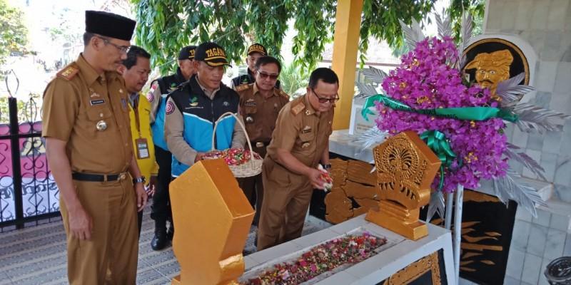 Dinsos Lampung Ajak Siswa Ziarah Wisata di Makam Raden Intan II