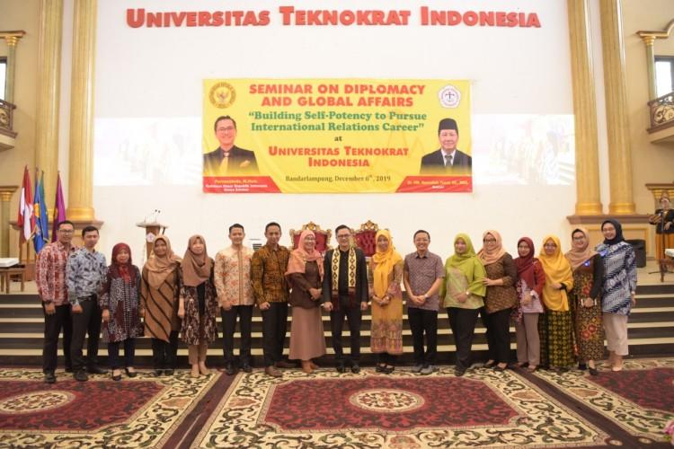Diplomat RI Paparkan Wawasan Internasional kepada Mahasiswa Teknokrat
