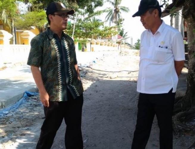 Diprotes Warga, PPK Tinjau Proyek Jalan di SMPN 1 Ketapang