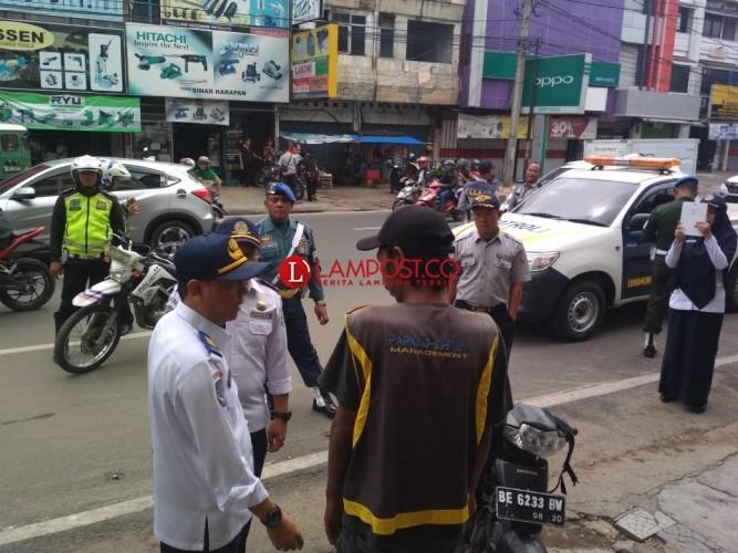 Dishub dan Aparat Gabungan Bandar Lampung Tertibkan Parkir Liar