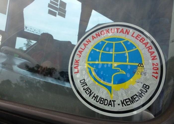 Dishub Lamsel Imbau Pemudik Gunakan Bus Terpasang Stiker Laik Jalan