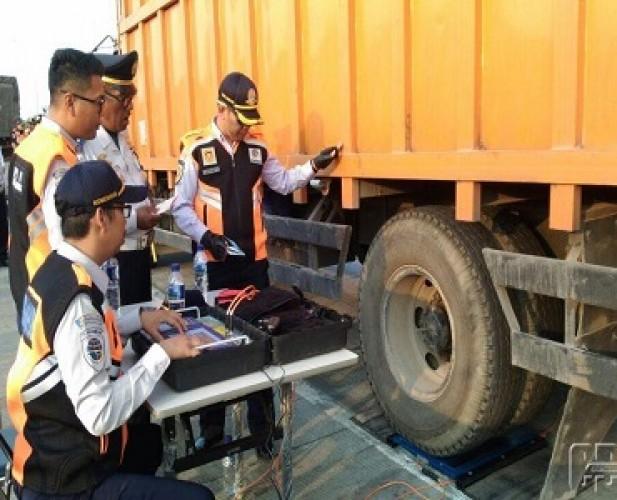 Dishub Larang Truk <i>Overload</i> Melintasi Tol Jelang Nataru