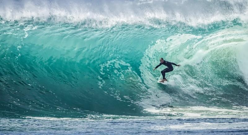 Dispora Pesisir Barat Rencanakan Kejuaraan Surfing Internasional