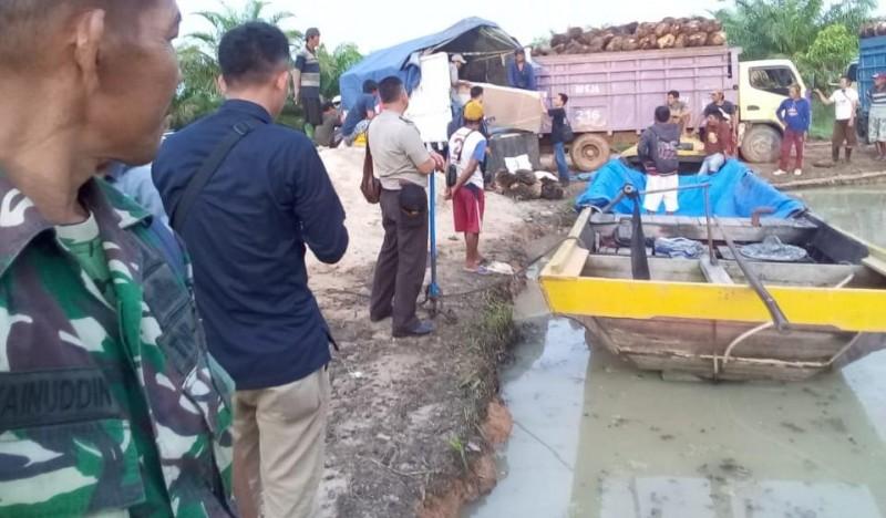 Distribusi Logistik Pemilu di Mesuji Sewa 30 Perahu