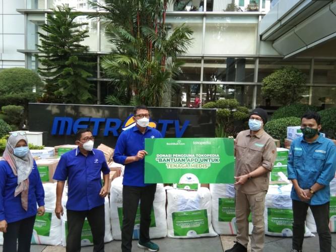DK Media Group bersama Benihbaik dan Tokopedia Salurkan Bantuan APD