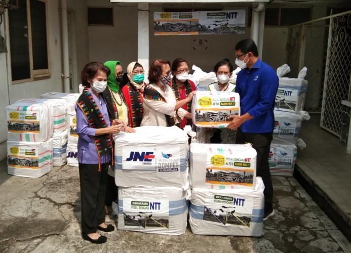 DK Media Group Kirim 788 Kg Bantuan untuk Korban Bencana NTT