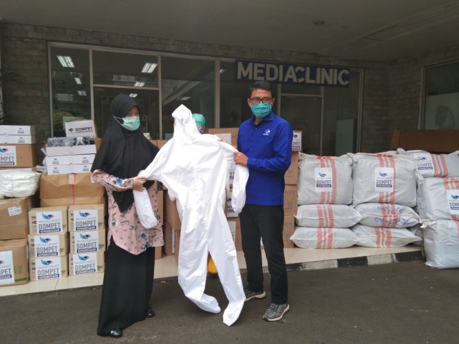 DK Media Group Salurkan Donasi Puluhan Ribu APD