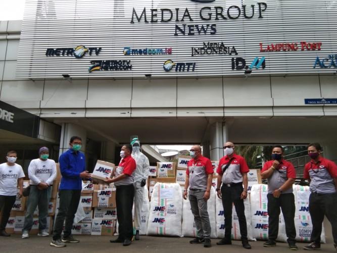 DK Media Group Terima Bantuan Pengiriman APD Gratis dari JNE
