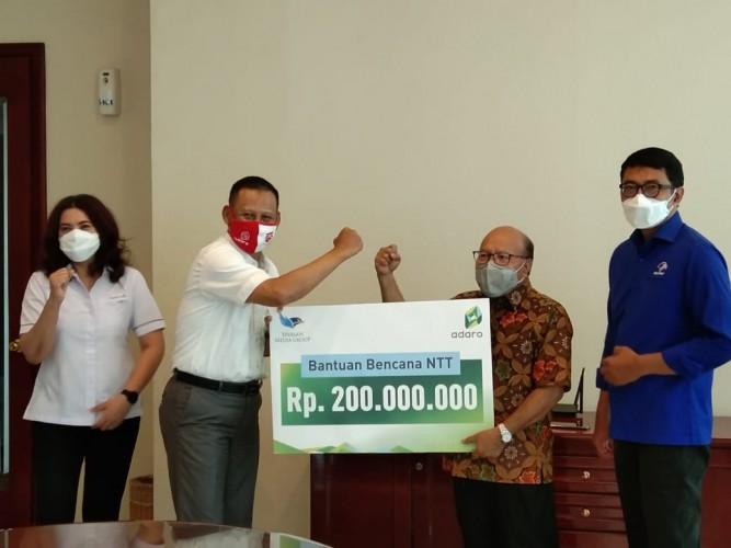 DK Media Group Terima Bantuan Rp200 Juta untuk Bencana NTT dari Adaro Indonesia