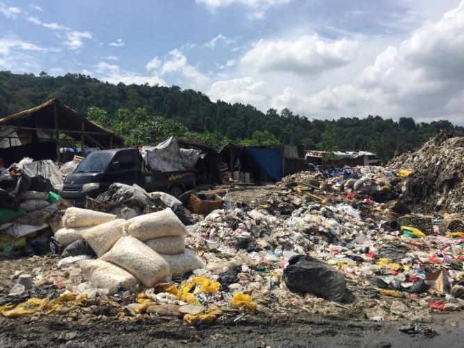 DLH dan Dinkes Kota Abaikan Tumpukan Limbah Medis di TPA Bakung