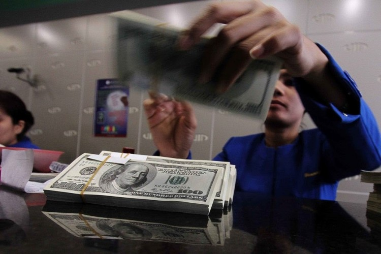 Dolas AS Menguat di Tengah Penurunan Poundsterling