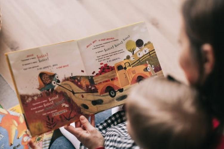 Dongeng Eratkan Orang Tua dan Anak Selama Pandemi