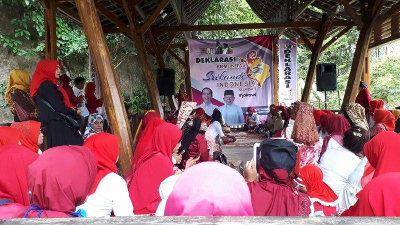 Door to Door di Sumbar, Keluarga Jokowi Disambut Ribuan Warga