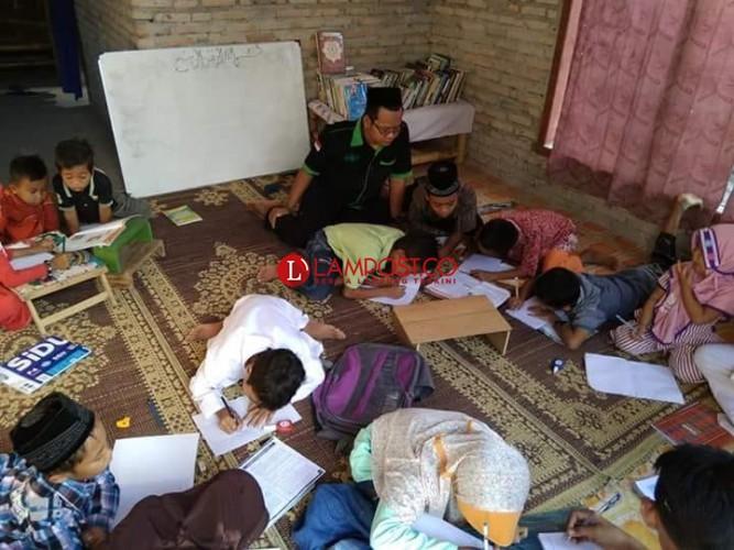 Dorong Minat Baca, Pemuda Asal Desa Bangunan Rintis Ruang Belajar Cerdas
